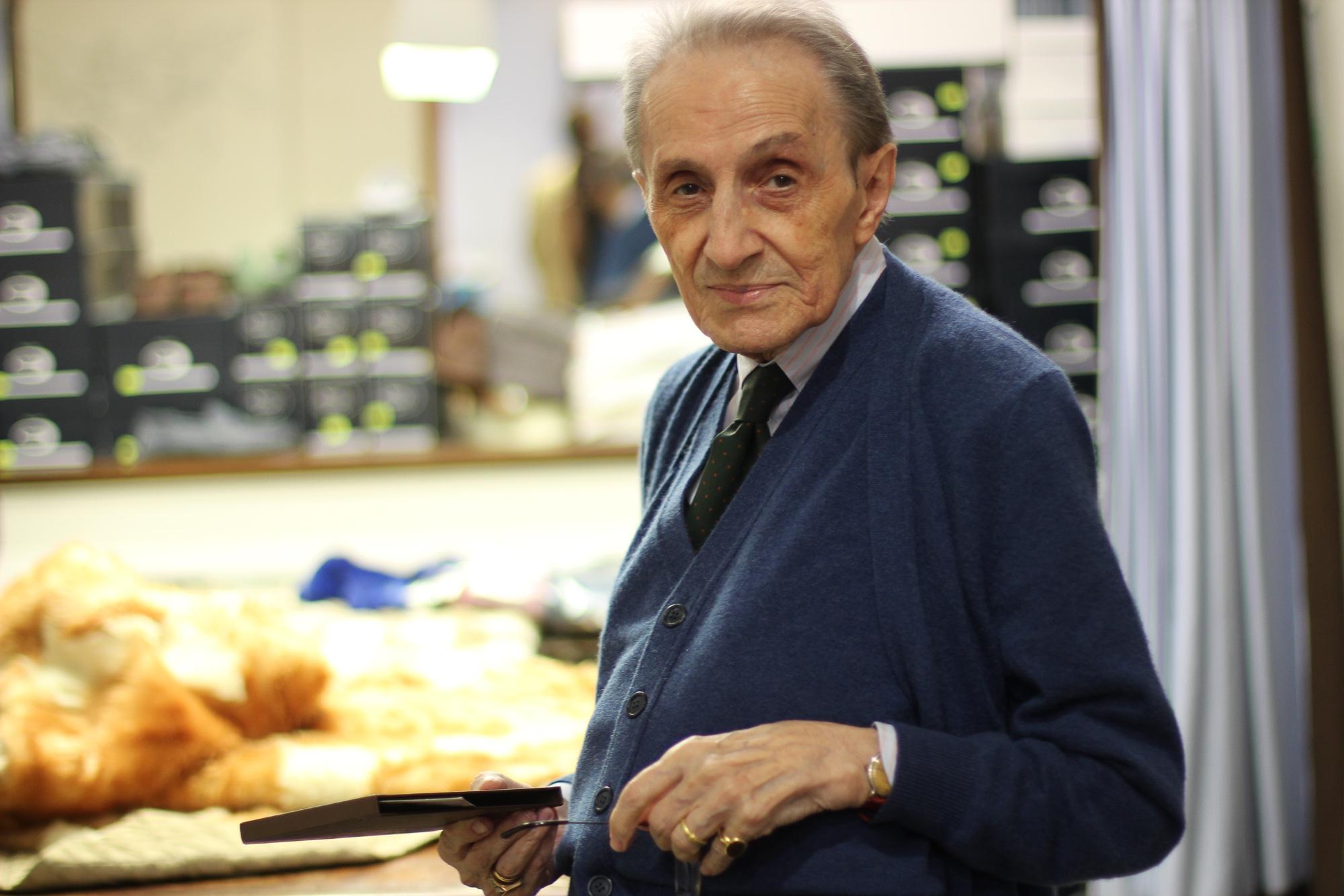 The Roman Chapter: La Camiceria di Piero Oggi i ricami a mano sulle camicie sono diventati come la Vuitton per i provinciali, uno status symbol