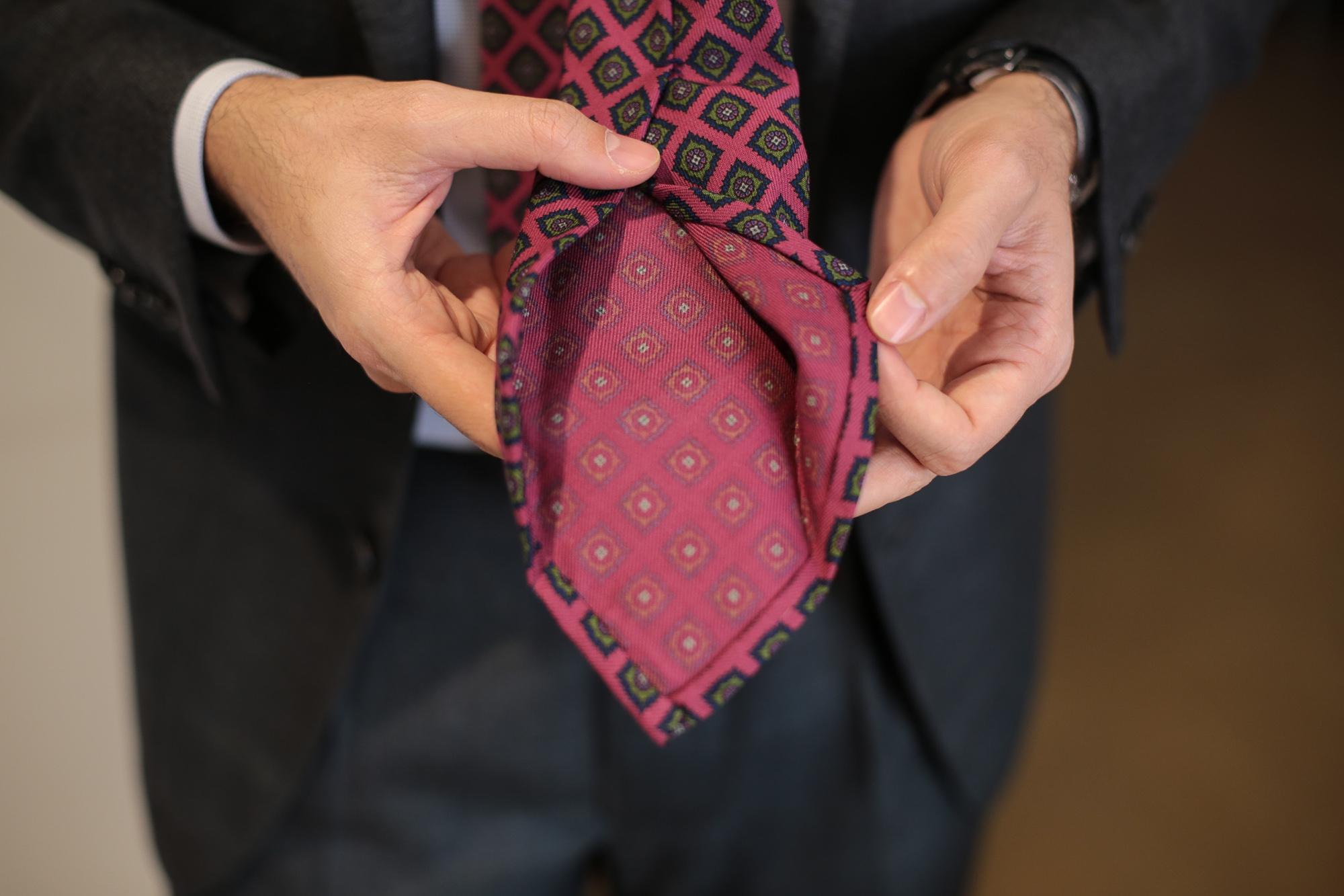 Nicky Milano: la cravatta milanese dal 1920 Le lettere di Gabriele D'Annunzio, l'arredo degli anni '20 e il nodo Nicky