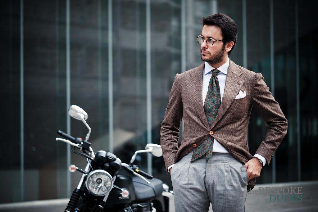 Tortoise Glasses & Foulard Tie