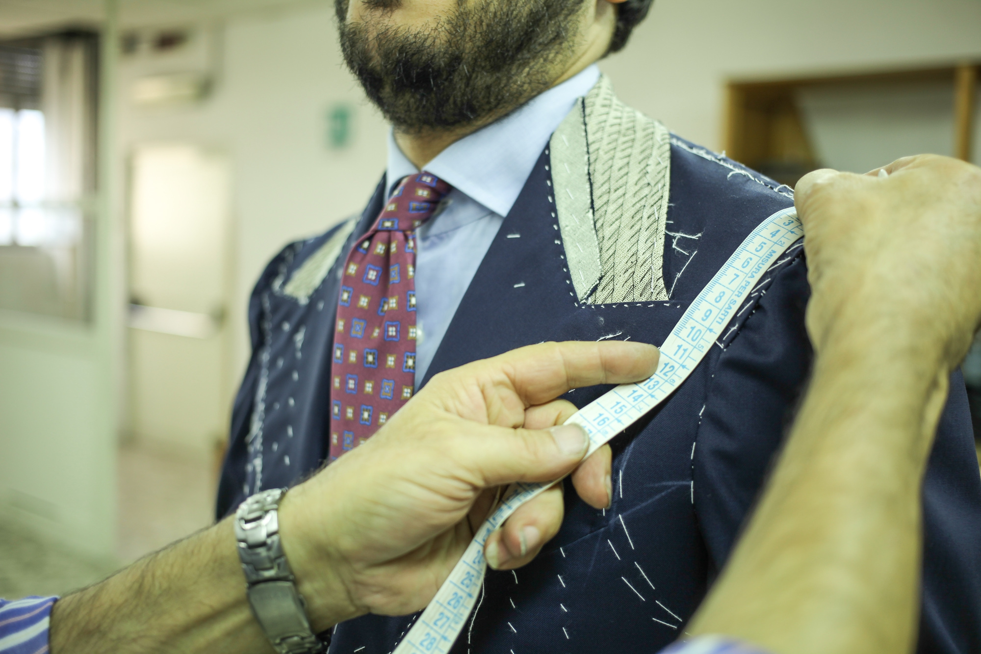 Edesim - Concave Lapel Line Fitting of a three-piece suit made from Holland&Sherry fabric