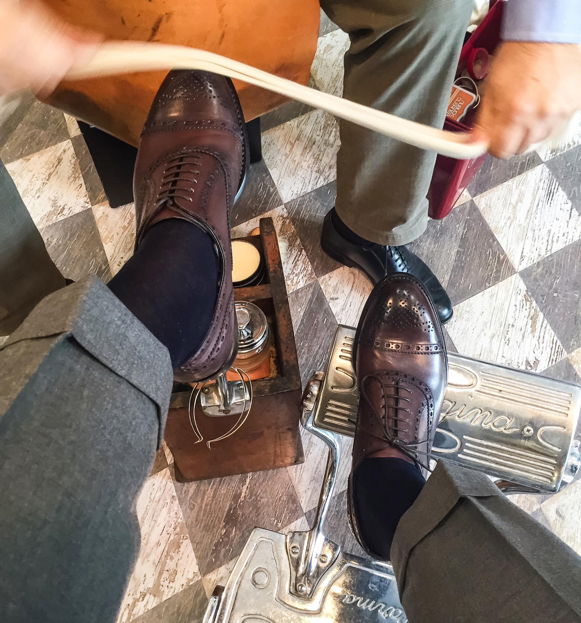 Oxford Shoes Brief video about the dress shoes par excellance