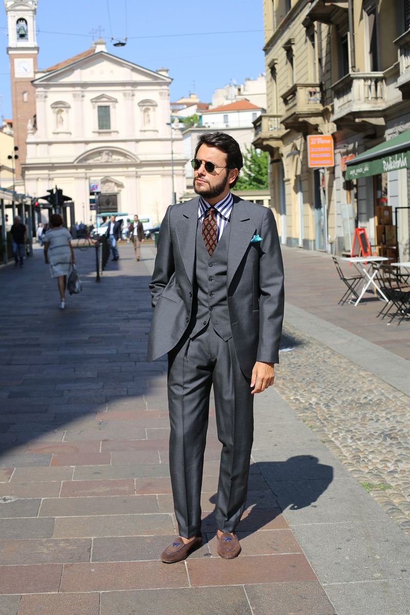 The French Chapter: Ardentes Clipei Bespoke review of a suit featuring some typically French details